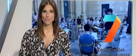 7 TV REGIÓN DE MURCIA INFORMA SOBRE LA CONCESIÓN DE LA MEDALLA DE ORO DE LA CIUDAD DE YECLA A LA ASOCIACIÓN DE AMIGOS DE LA MÚSICA DE YECLA